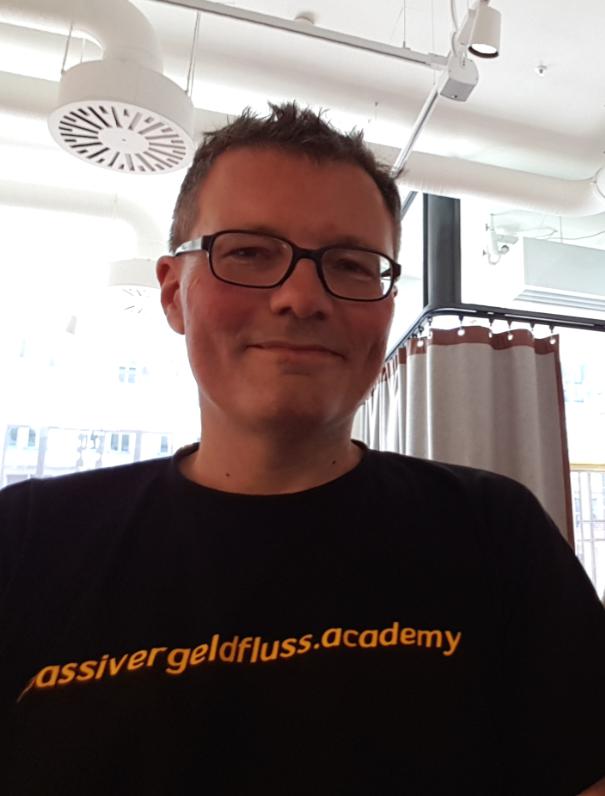 Lars Hattwig - finanziell umdenken, Passiver Geldfluss Academy