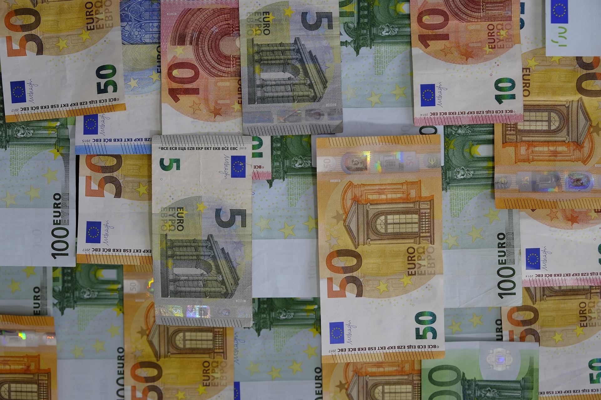 Geld und Vermögen sind begrenzt - Geldscheine