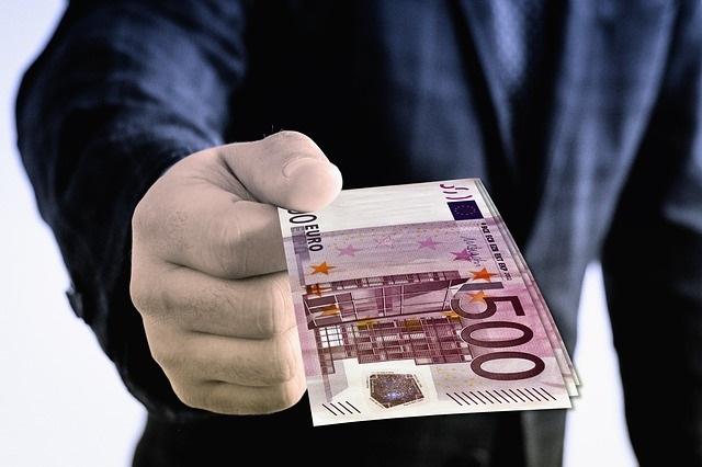 Lieber arm und glücklich als reich und unglücklich - Geld spenden