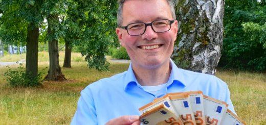 Millionen Menschen haben auf viel Geld verzichtet - Lars Hattwig